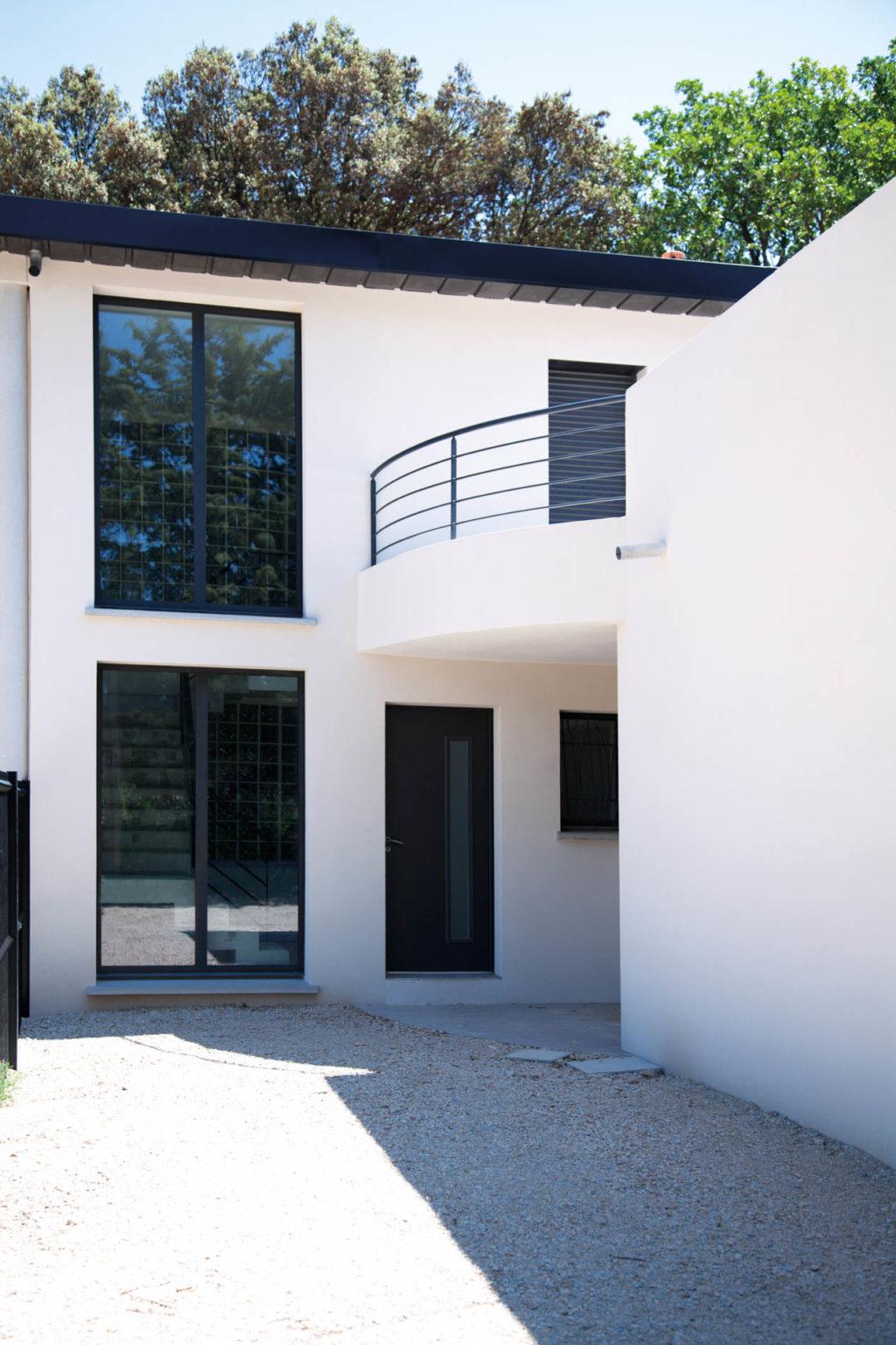 villa-contemporaine-celony-12